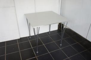 WHITE TABLE METAL FOOT